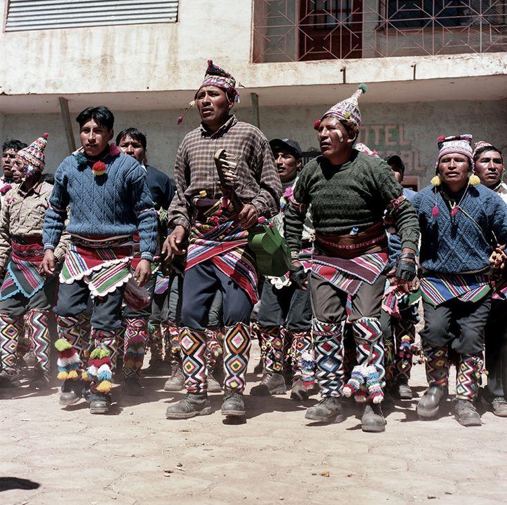 http://www.vice.com/es/read/tinku-sangre-fresca-de-bolivianos-para-una-buena-cosecha