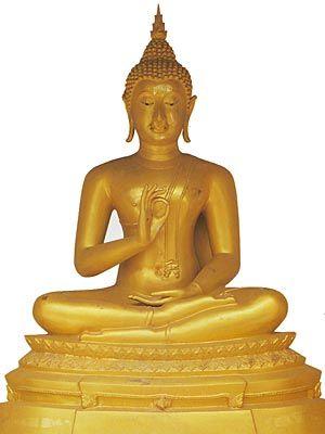 Vitarka Mudra: Gesto de debate e transmissão de ensinamentos budistas. Simboliza o Buda ensinando a seus discípulos. A mão fica mais perto do peito do que no Abhaya Mudra. A palma é voltado para fora. Um círculo é feito com o dedo indicador e o polegar. Os outros três dedos apontam para cima. Inicialmente feito com a mão direita, mais tarde, o gesto é retratado com as duas mãos.  O Vitarka Mudra pode ser feito sentado ou em pé.