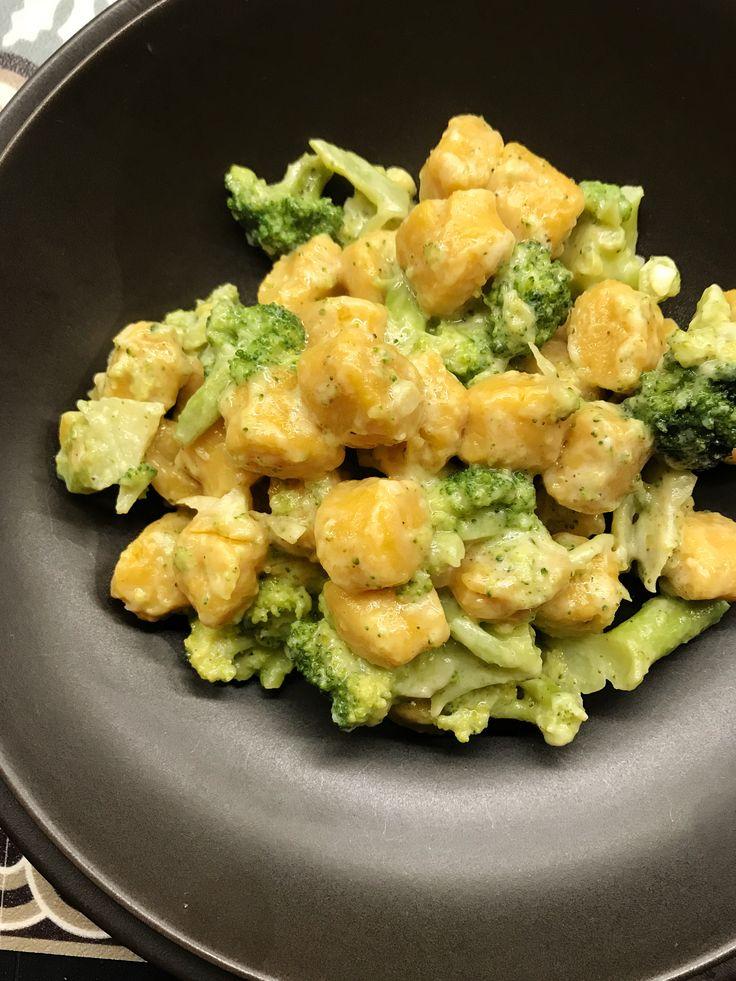 Gnocchi di zucca con besciamella e broccoli.