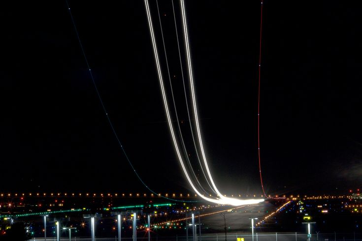 Long-exposure airplane photography