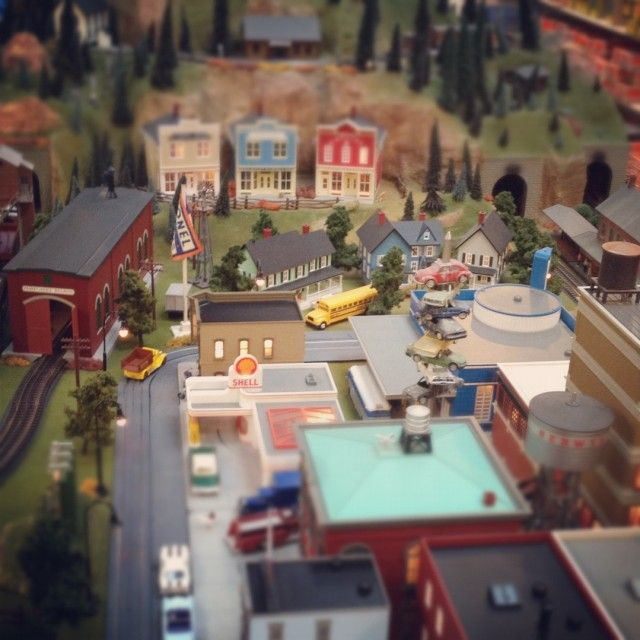 I just love anything miniature.Aboard, Models Training, Toys Training, Miniatures Scene, Lionel Training, Models Town, Future Training, Berwyn Toys, Training Models