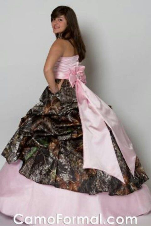 Pink Camo Wedding Dress. Seriously? Is this the South's version of a big fat gypsy wedding?