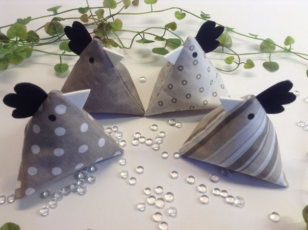 Deko-Objekte - 4 Hühnchen - sand/natur/taupe - ein Designerstück von Steinhoff-Design bei DaWanda