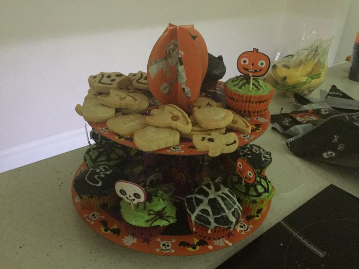 Spooky Halloween shortbread biscuits and creepy crawly cupcakes (cake mixture from Tesco)
