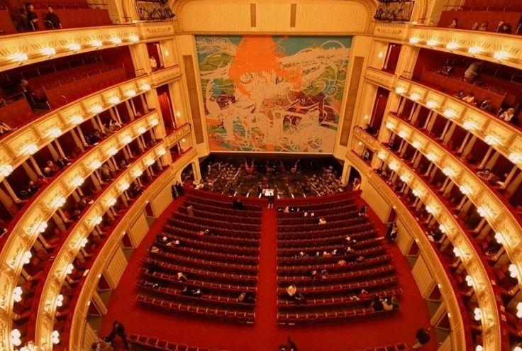 Венская государственная опера https://zalservice.ru/zaly-mira/venskaya-opera  Австрийская придворная музыкальная жизнь всегда была многогранна, а в 1869 году открылось здание Венской придворной оперы, которая впоследствии получила название государственной. Во время Великой Отечественной Войны здание было...