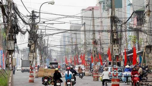 """Le Vietnam préfère la sécurité au nucléaire... """"""""Le Vietnam a été frappé par plusieurs scandales environnementaux récents, notamment une grave pollution marine causée par une aciérie, un scandale connu sous le nom de l'affaire """"Formosa"""", conglomérat taïwanais responsable de la pollution. """"Après l'accident de Formosa, nous faisons plus attention à la sécurité...""""""""...Tinh. http://www.7sur7.be/7s7/fr/1505/Monde/article/detail/2973281/2016/11/11/Le-Vietnam-prefere-la-securite-au-nucleaire.dhtml"""