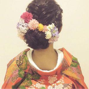憧れのハワイウェディングのために準備を重ねている花嫁さん!ヘアメイクさんはもうお決まりですか?ハワイウェディングらしく、ヘアスタイルもおしゃれにキメたいですよね♡ そこで、おしゃれ花嫁さんの間で大人気、Hawaiiでメイクアップアーティストをしている《Satomiさん》のヘアアレンジをご紹介します♪