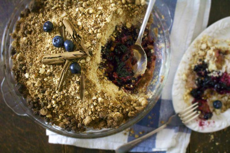 Glutenfri eple og blåbær smuldrepai med kokosnøtttopping - En engelsk favoritt! — The Gluten Free Lifesaver