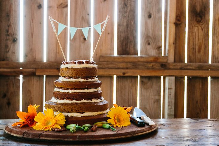 One of Canada's Most Unique Wedding Venues - Cambium Farms | A Brit & A Blonde. DIY wedding cake. Simple and perfect. http://abritandablonde.com/2014/02/06/blog/magical-barn-wedding-at-cambium-farms/
