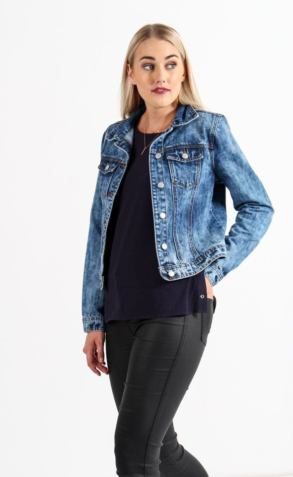 The ultimate wardrobe essential, this denim jacket in a winter wash is the perfect layering piece for your weekend style. Relaxed in fit, this jacket features the classic front button closure and 2 front pockets. Roll the sleeves for effortless off duty chic.