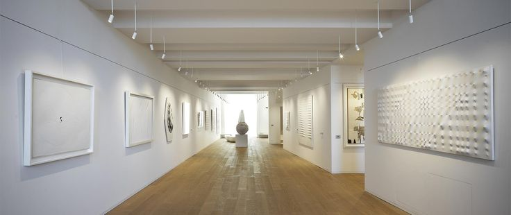 Galleria Tornabuoni, in Florence since 1956. An interesting art gallery devoted to renewed and emerging talents. Snob and Stralis are the perfect products for this place. http://bit.ly/2eIUwtM