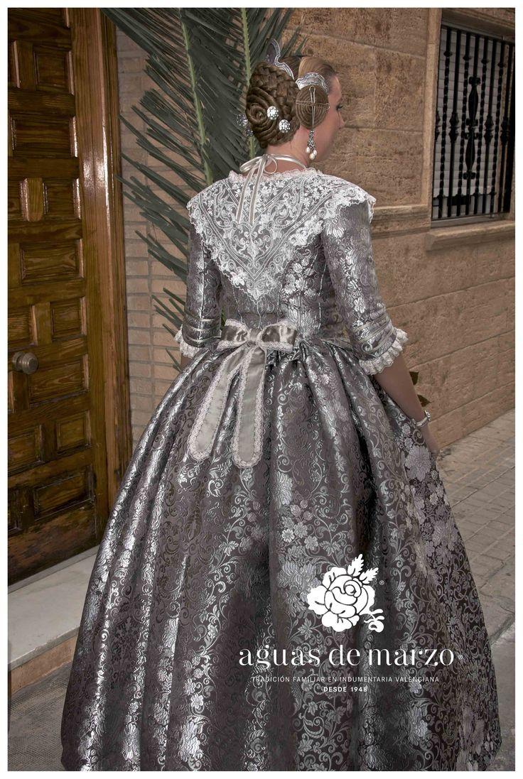 Traje de valenciana siglo XVIII