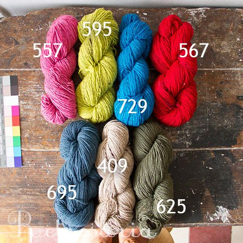 """retrosaria.rosapomar.com  """"Beiroa"""" é um fio de lã exclusivo da """"Retrosaria"""" e um dos poucos fios comerciais produzidos a partir de matéria-prima exclusivamente portuguesa. Fiado e tingido em Portugal."""