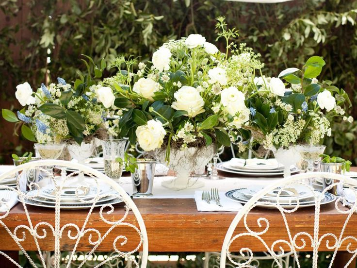 Creating an Old-Fashioned,  Southern-Style Wedding >>> http://www.diynetwork.com/how-to/make-and-decorate/entertaining/diy-projects-and-ideas-for-creating-an-old-fashioned-southern-style-wedding-pictures/?soc=pinterest