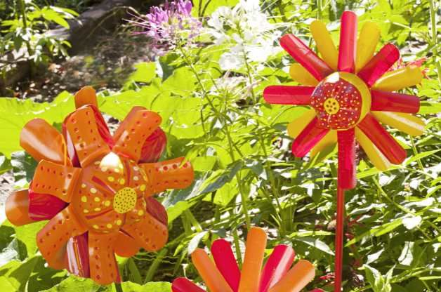 Looking For Alaska Flower: 25+ Best Ideas About Recycled Garden Crafts On Pinterest