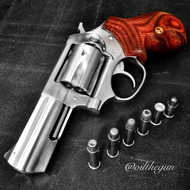 815 отметок «Нравится», 17 комментариев — @oilthegun в Instagram: «Multi-Caliber. 327 Federal Magnum. #oilthegun #multicaliber #shootthefireoutofit #Ruger…»