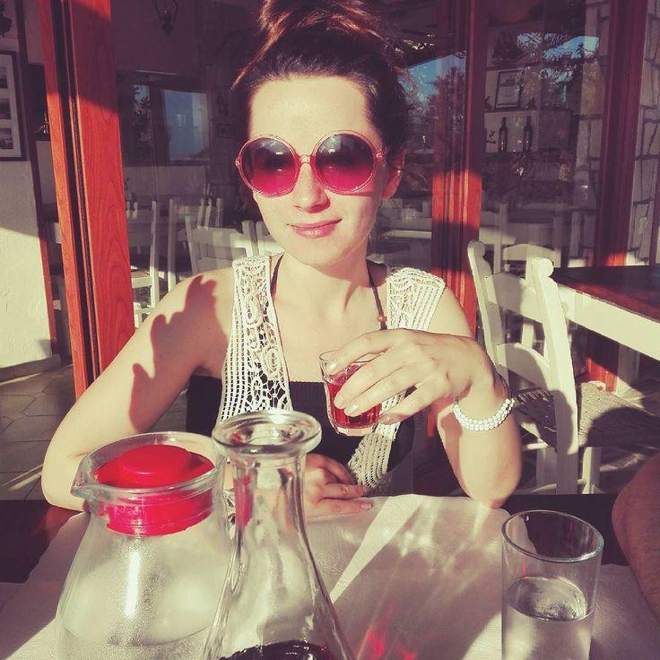 #slonce #wino i #rozoweokulary - wszystko to co tygryski lubią najbardziej  #chill #wspomnieniazwakacji #jachcelato #hairstylist #hairstylistlife #blogerka #dziewczyna #polishgirl
