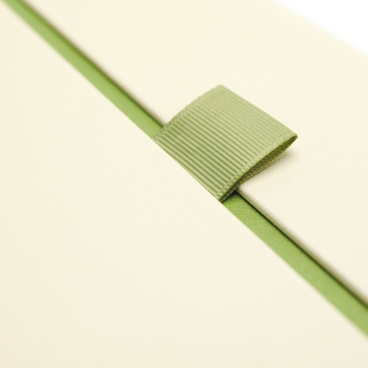 The pack for the Clynelish has a rigid board structure wrapped in attractively textured cream paper. Colour accents in contrasting soft green appear in the lettering ribbons & split line around the box. Inside, a textured green paper wrap unfolds to reveal a cream flocked, vacuum-formed fitment. Moulded to the shape of the bottle and supported by an EVA base fitment, the interior holds the whisky securely. This limited edition pack also comes with a hardback book covered in textured green…