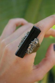 Turmalina negra y anillo de pirita por VedanaDesign en Etsy