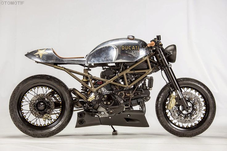 Andreas Fraefel of Motobene in Switzerland built and incredibly cool Ducati Monster Café Racer. Check out this beautiful custom Ducati Monster.