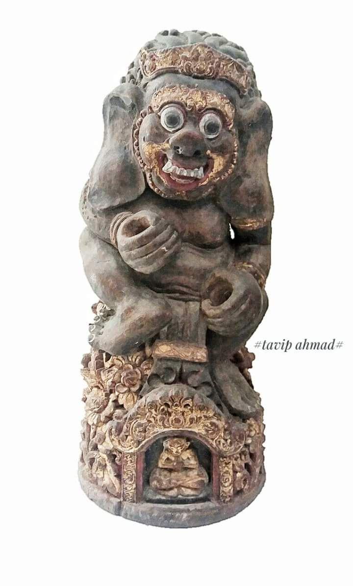 Patung kayu di gunakan untuk tempat keris bali …