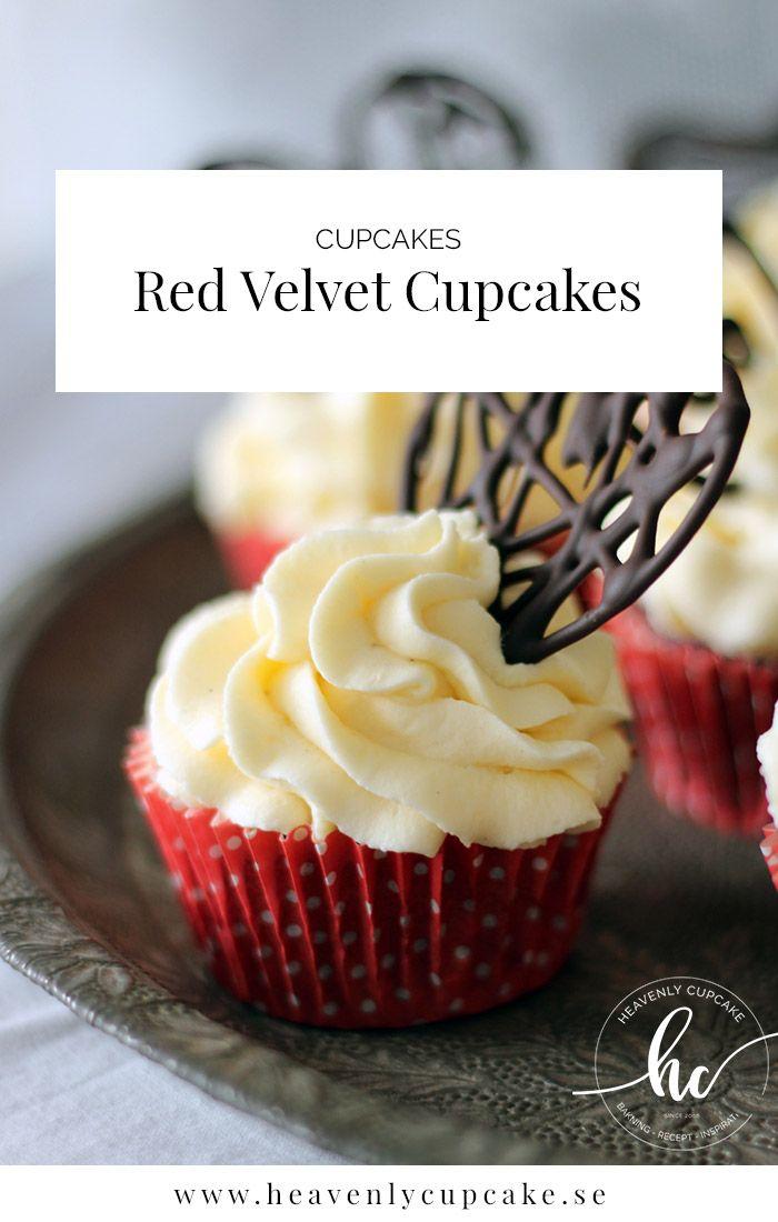 Red Velvet Cupcakes är röda chokladcupcakes som får en extra färgkick med geléfärg. Toppade med en syrlig marängsmörkräm med cream cheese.