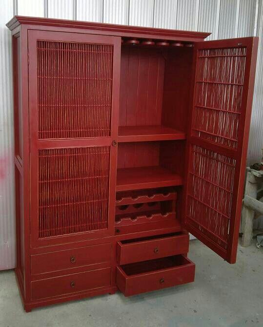 Bar rojo palitos de  mimbre medidas 180 de alto 120 de ancho y 45 de fondo