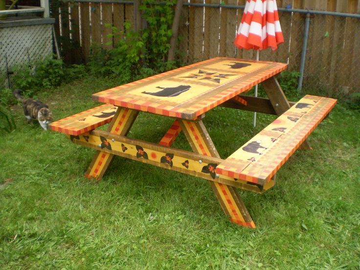 """Inspector Twiggy curious about """"Ahwahnee"""" picnic table"""