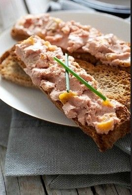 My Slimming World Chicken Liver Pate is simply perfect for all ocassions. http://myweightlossdream.co.uk/my-slimming-world-chicken-liver-pate/ #weightloss #slimmingworld #recipes