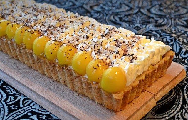 Deux jolies mangues mûres mais ferme, du lemon curd  au citron vert,et l'envie de faire une tarte …   Mangue - citron vert, c'est frais, fr...