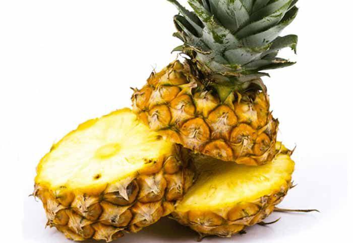 <p>A Bronquite é uma reacção inflamatória dos brônquios, os seus principais sintomas são: Catarro e a tosse seca com chiado. O abacaxi ajuda na prevenção e auxílio no tratamento da bronquite devido a grande quantidade de vitamina C, além de ser rico em potássio, cálcio, fósforo e magnésio, vitamias B1, …</p>