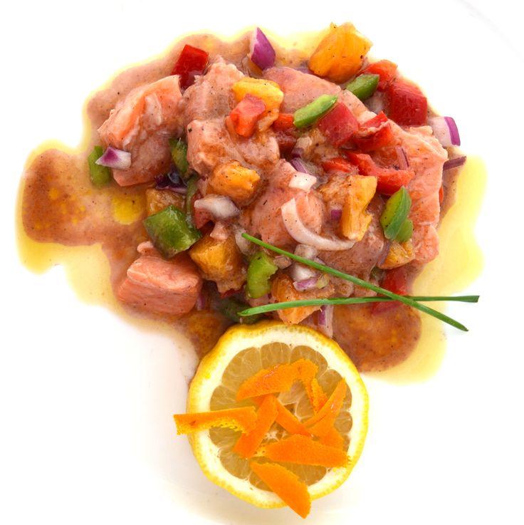Frescura de Salmón y Vineterra Ecológico. Enriquece tus pesacados con Vinesenti. www.restauranteespadana.es