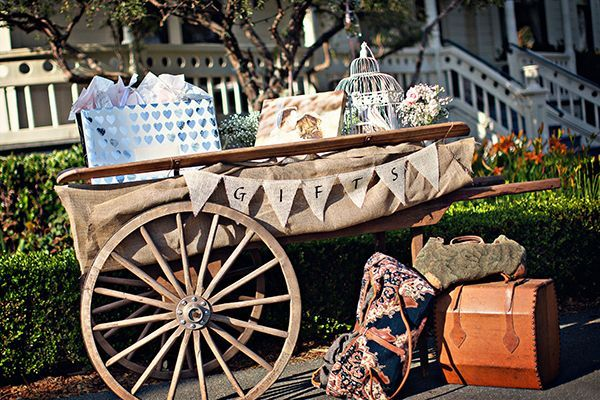 Wagon wheel gift table