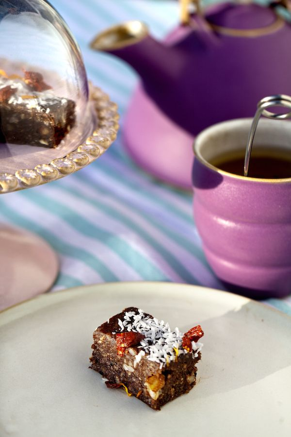 Hjemmelavet konfekt med lakrids smager fantastisk, er let at lave og overrasker med den delikate smag og konsistens. Hjemmelavet konfekt med lakrids er velegnet som dessert