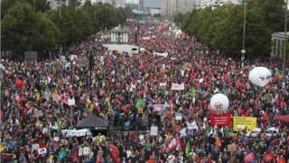 Protests in Germany against transatlantic TTIP and CETA trade deals - BBC News