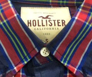 Camisa Hollister. Talla S.  Camisa de segunda mano para chico. Realizada en algodón 100% de la máxima calidad, de manga larga y con bolsillo. Lleva el logo Hollister bordado en el bolsillo en tonos granate. Perfecta camisa de segunda mano para combinar con tejanos Hollister y dar un estilo desenfadado a tu look diario. El estilo Californiano de esta camisa Hollister de chico barata y de segunda mano, es perfecto para llevar en cualquier momento. En perfecto estado y casi nueva con…