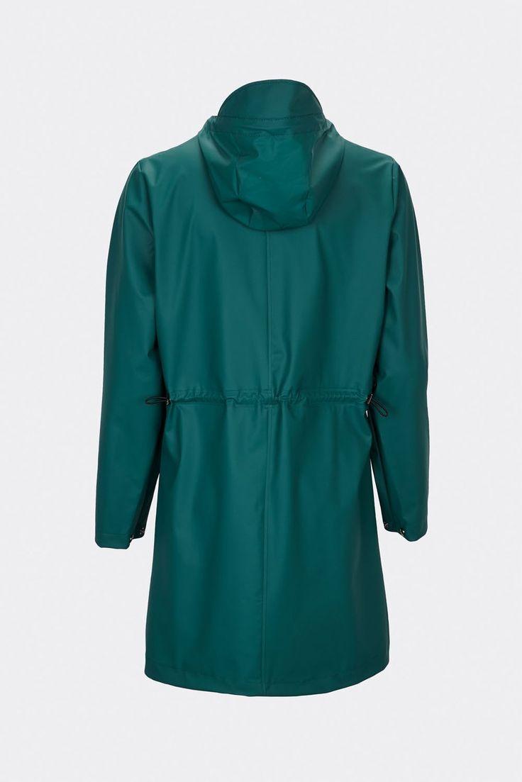 De nieuwe W-Coat regenjas van Rains, is een klassiek model met verstelbare touwtjes in de taille. #rains #wcoat #outdoor #design #rainwear #weidesign #haarlem