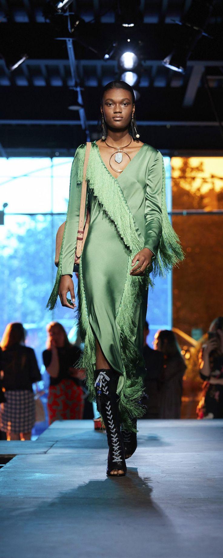 Diane Von Furstenberg Spring-summer 2018 - Ready-to-Wear - http://www.orientpalms.com/Diane-Von-Furstenberg-6883 - ©ImaxTree