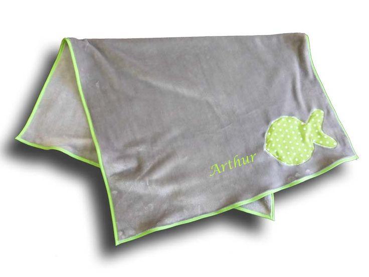 Couverture bébé toute douce grise motif Poisson vert brodé avec prénom - CADEAU NAISSANCE