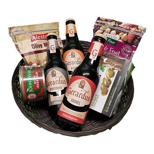 Quality Fruit Baskets. Bier noten en zalm in mand