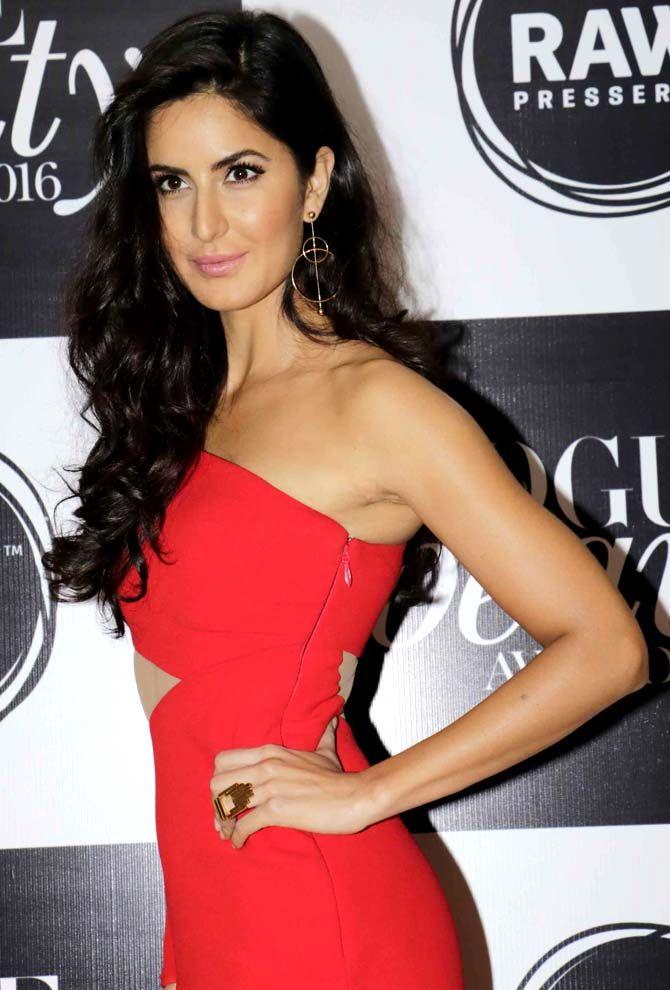 Katrina Kaif looks ravishing in red at the Vogue Beauty Awards 2016 in Mumbai. #Bollywood #Fashion #Style #Beauty #Hot #Sexy