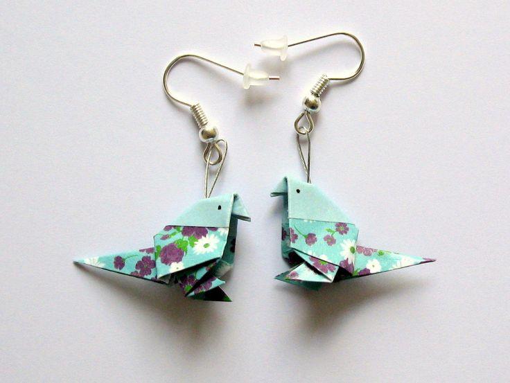 Boucles d'oreilles origami, oiseau turquoise et bleu clair fleuri : Boucles d'oreille par kirikat