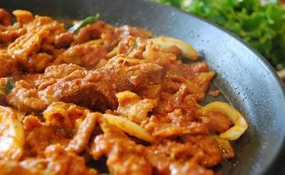 Jeyuk Bokkeum/Dweji Bulgogi (Korean Spicy Pork BBQ) | Korean Bapsang