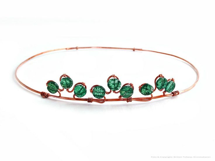 TIARA CIRCLET - KISS ME LOUD AND CLEAR via Kronmakaren - exklusiva hårsmycken och brudkronor formgivna av trådslöjdsartist Britten Toftarp. Click on the image to see more! #circlet #tiara #green #wirework #jewlery
