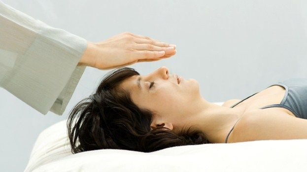 Pros and Cons of Therapeutic Touch for Anxiety Relief