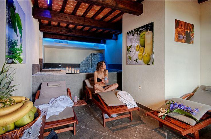 Spa interna con vasca Idromassaggio e cascata,  Sauna, Bagno turco e docce sensoriali