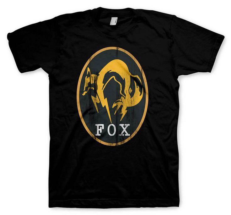 Camiseta FOX Engine. Metal Gear Solid V: Ground Zeroes Chulísima camiseta de manga corta y en color negro, 100% oficial y fabricada en algodón 100% con el bonito diseño del logo de FOX Engine.