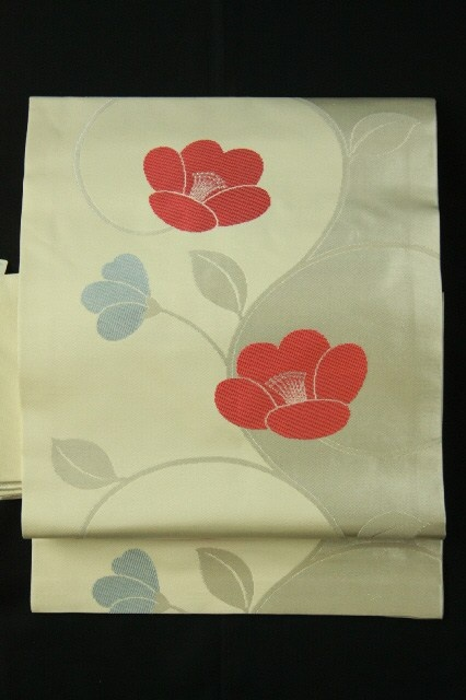 White nagoya obi (Rokutsu), Cute flower pattern / 白地 お洒落な花柄 六通名古屋帯 #Kimono #Japan http://www.rakuten.co.jp/aiyama/
