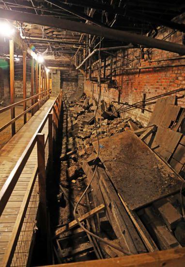 UTSTILT: Besøkende kan på nært hold studere detaljer i den gamle bydelen. Foto: EIVIND PEDERSEN