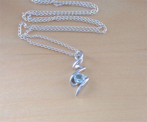 925 Blue Topaz Pendant & 18 Sterling Silver Chain/Blue